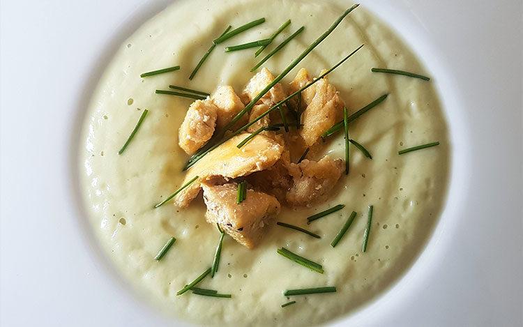 Zuppa cremosa di cavolfiore e pollo